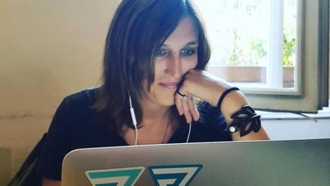 7in7 co-founder Kyrie Melnyck on her laptop